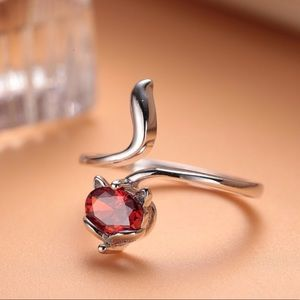 ❤️Beautiful Sterling Silver Garnet Fox Ring❤️